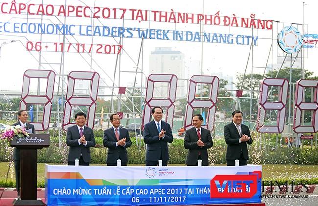 Chủ tịch nước Trần Đại Quang bấm nút khởi động đồng hồ đếm ngược APEC 2017 tại Đà Nẵng