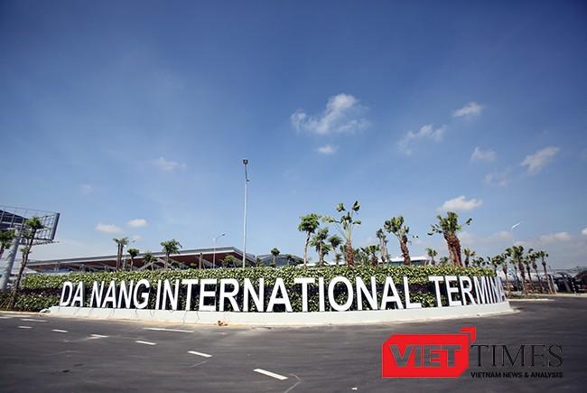 Nhà ga quốc tế T2-Sân bay Đà Nẵng được khởi công từ 15/11/2015, với trị giá 3.500 tỷ đồng đã đi vào vận hành sau gần 17 tháng thi công và dự kiên chính thức khánh thành vào ngày 19/5 tới.