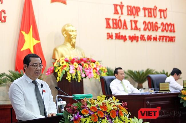 Chủ tịch UBND TP Đà Nẵng Huỳnh Đức Thơ tại phiên chất vấn và trả lời chất vấn trong khuôn khổ Kỳ họp thứ 4, HĐND TP Đà Nẵng khóa IX nhiệm kỳ 2016-2021