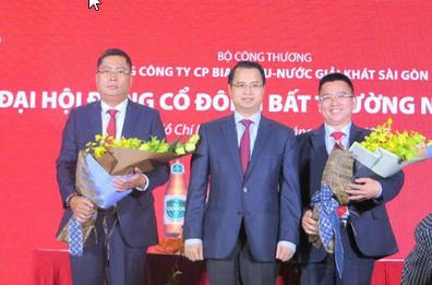 Ông Nguyễn Thành Nam - Người ngoài cùng bên trái