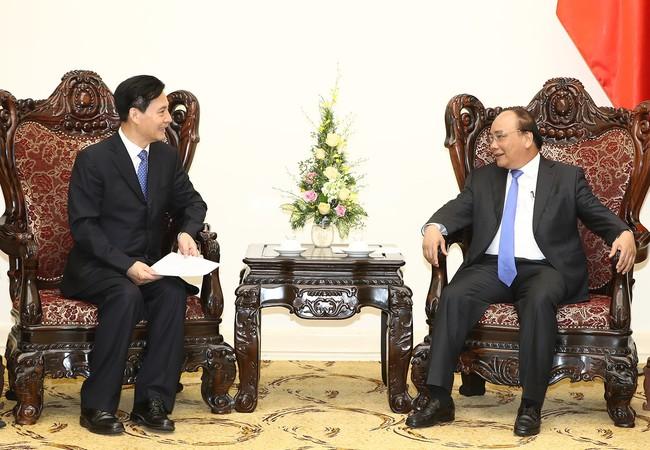 Thủ tướng Nguyễn Xuân Phúc tiếp ông Trần Nghĩa Long, Chủ tịch HĐQT Công ty TNHH Tập đoàn Năng lượng mới Kaidi Dương Quang. Ảnh: VGP