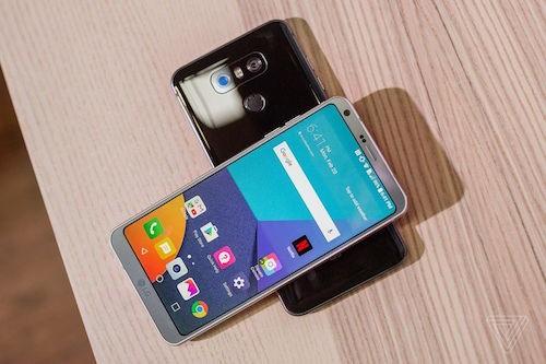 Màn hình LG có viền mỏng, chiều dài gấp đôi chiều ngang, thay vì tỷ lệ 16:9 thông thường.