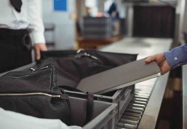 Các quan chức Mỹ và châu Âu chưa thông qua lệnh cấm mang laptop lên máy bay tại các chuyến bay từ châu Âu