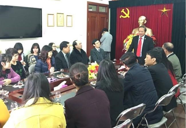 Bộ trưởng Trương Minh Tuấn làm việc với cán bộ Cục Thông tin đối ngoại