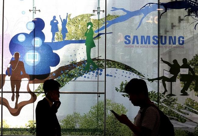 Một cửa hàng của Samsung tại Seoul, Hàn Quốc. Với lãi ròng 10 tỷ USD trong quý vừa qua, Samsung Electronics đã vượt mặt Apple để trở thành công ty công nghệ có lợi nhuận lớn nhất thế giới. (Ảnh: Assiociated Press)