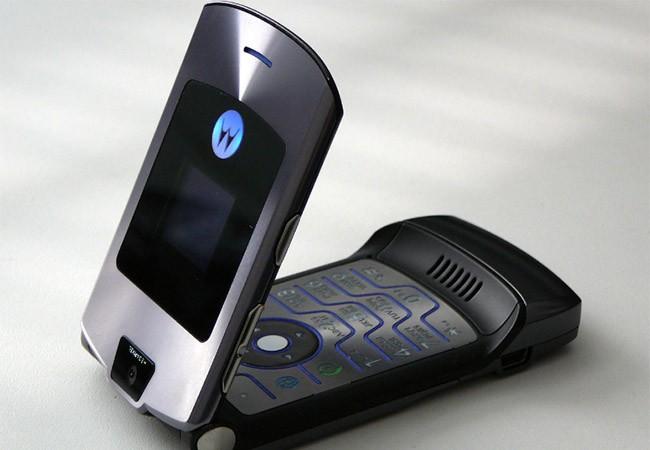 RAZR là điện thoại huyền thoại của Motorola