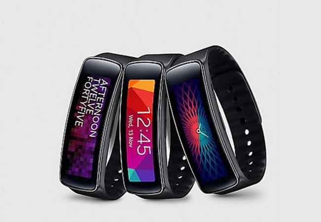 Gear Fit là đồng hồ thông minh hỗ trợ người dùng kiểm tra sức khỏe