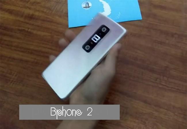 Hình ảnh một mẫu điện thoại nghi là Bphone 2 (ảnh cắt từ clip YouTube)