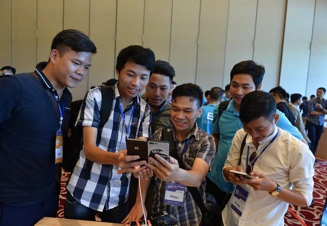 CEO Nguyễn Tử Quảng khẳng định: Bphone sẽ là chiếc điện thoại an toàn, không virus, không tin nhắn rác, kháng nước, kháng bụi giúp bảo vệ thiết bị trong những tình huống hết sức thực tế.
