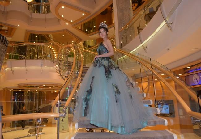 Hoa hậu Mỹ Linh làm người hâm mộ ngạc nhiên khi hóa trang thành Cinderella cực ngọt ngào.