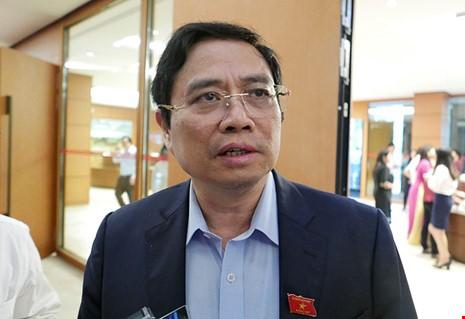 Uỷ viên Bộ Chính trị, Trưởng ban Tổ chức Trung ương Phạm Minh Chính trao đổi với báo chí bên lề kỳ họp Quốc hội vào sáng nay 26-10.