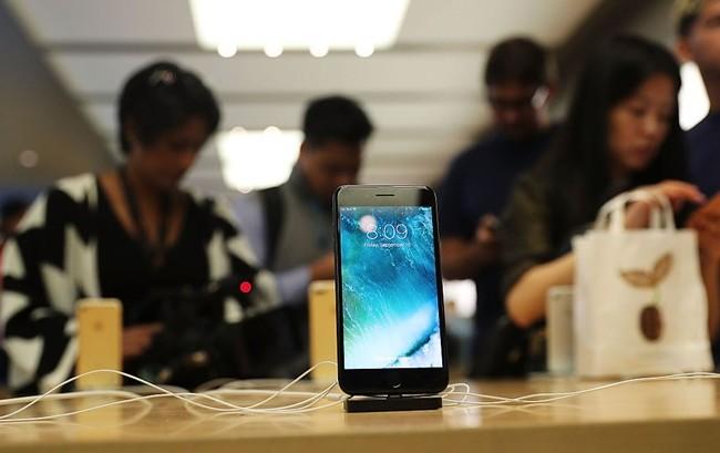 """Ở Trung Quốc, câu chuyện các cô gái """"thử lòng"""" bạn trai bằng iPhone 7 là điều không mấy xa lạ. Nhưng để có được đến 20 bạn trai và mỗi người đều tặng iPhone, nhân vật """"Xiaoli"""" đã trở thành """"huyền thoại mạng"""" ở đất nước này. Ảnh: iTechpost."""