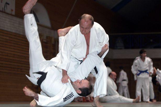 """Video: Putin triển đòn, quật ngã """"sư phụ"""" tuyển Judo quốc gia Nga"""