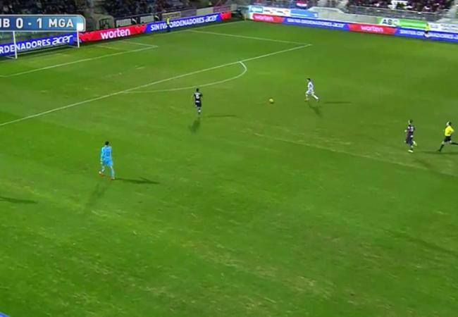 Video: Không thể tin nổi, cầu thủ Malaga dứt điểm như bán độ