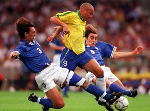 Ký ức về Ronaldo giờ chỉ là những đoạn video cũ kỹ, xen kẽ những hoài niệm về một thuở huy hoàng.
