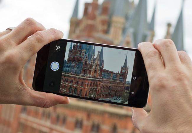 Video: Top 4 smartphone hấp dẫn chỉ có hàng xách tay