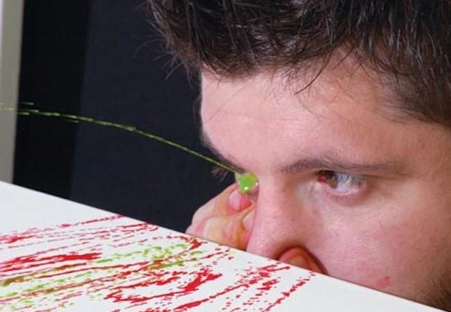 Dị nhân: Hoạ sĩ vẽ tranh bằng mắt