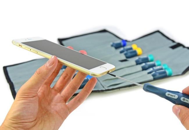 Video: iPhone bị xẻo thịt tan tành trong 11 giây