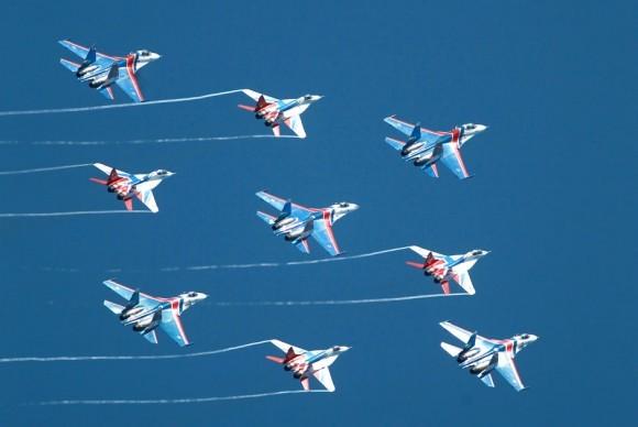 Mãn nhãn màn biểu diễn của đội bay 'Tráng sĩ Nga'