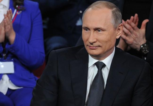 Chùm video: Ông Putin làm thông dịch viên, ca sĩ kiêm... người thích đùa