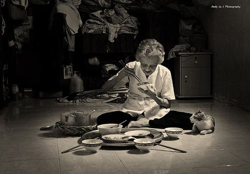 Video: 'Bữa cơm của mẹ' thắt lòng dân mạng
