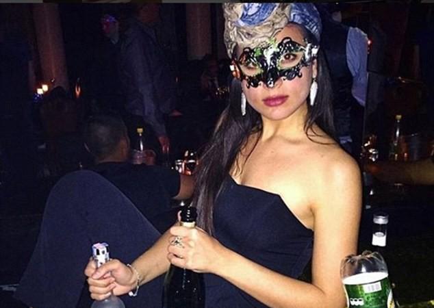 Chân dung tiểu thư sáng lập hội: Christia Hadjiéva - cái tên nổi tiếng ở khắp các hộp đêm sang trọng tại London.