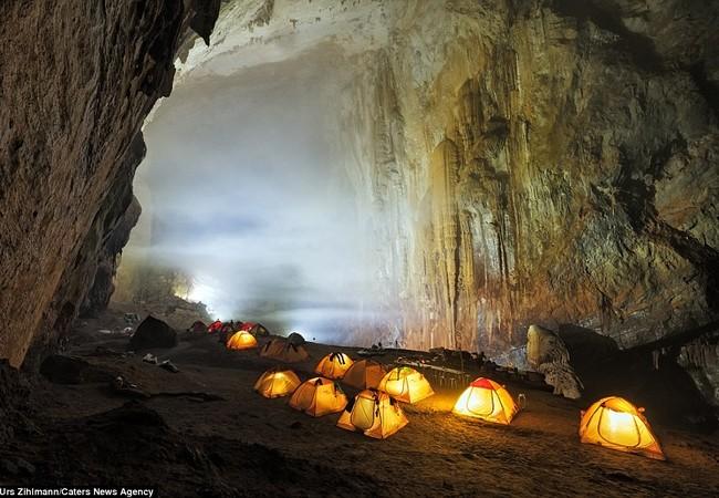 Hang Sơn Đoòng của Việt Nam được xem như một điểm đến có vẻ đẹp siêu thực, hấp dẫn du khách từ khắp nơi trên thế giới đến thám hiểm, khám phá.
