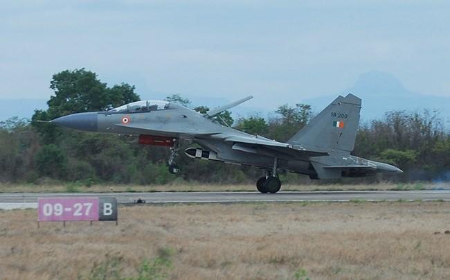 Tiêm kích Su-30MKI của Ấn Độ lần đầu tiên thử nghiệm bay với 1 tên lửa BrahMos nặng 2,5 tấn