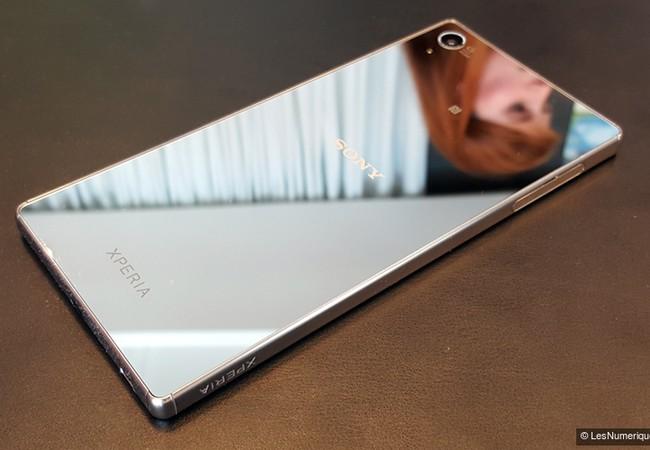 Sony Xperia Z5 Premium là chiếc smartphone màn hình độ phân giải 4k đầu tiên của Sony.