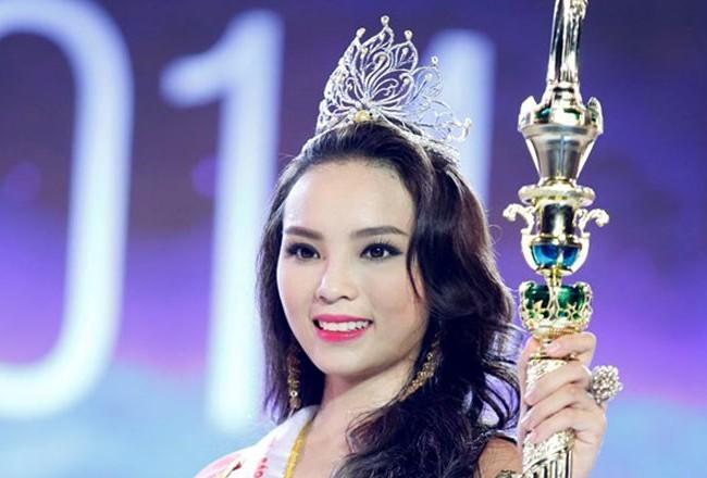 Hoa hậu Nguyễn Cao Kỳ Duyên thừa nhận hành vi hút thuốc lá như trong băng hình và đã xin lỗi công khai.