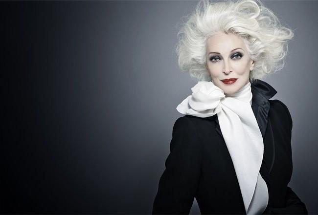 Carmen Dell'Orefice trong một shoot hình thời trang lịch lãm với phong cách menswear.