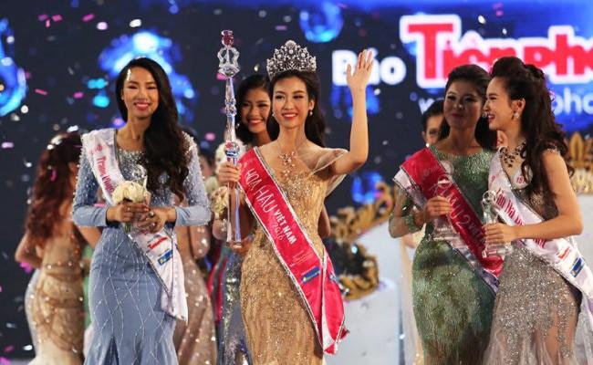 Chủ nhân của vương miện Hoa hậu Việt Nam 2016 là Đỗ Mỹ Linh - thí sinh mang số báo danh 145 đến từ ĐH Ngoại thương Hà Nội.