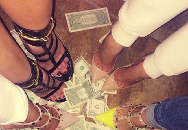 Trong những buổi tiệc tùng của giới nhà giàu Dubai, thú giẫm lên tiền luôn tạo ra sự phấn khích.