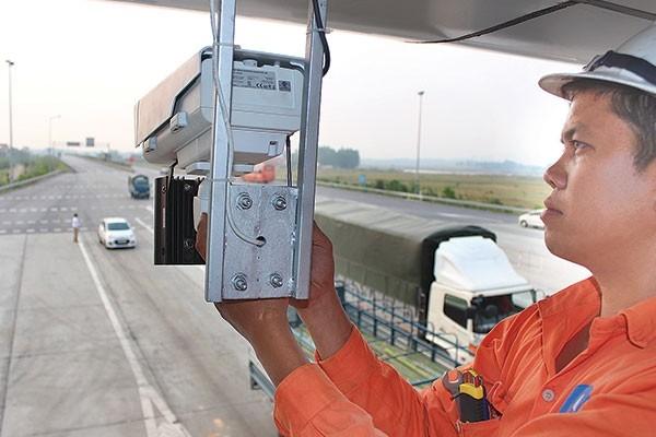 """Hệ thống camera đã được lắp đặt và sẵn sàng để """"phạt nguội"""" vi phạm ATGT trên tuyến cao tốc Nội Bài - Lào Cai (đoạn Nội Bài - Phú Thọ)"""