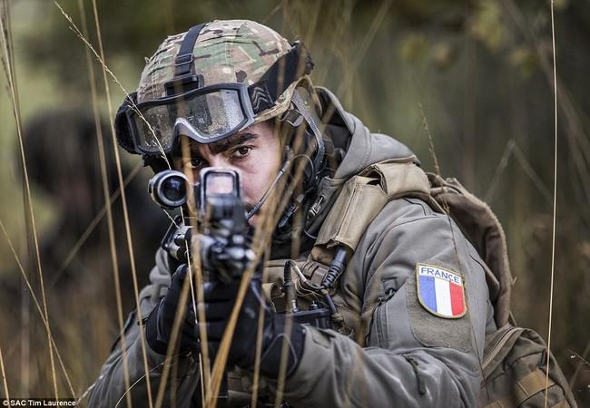 Với lịch sử phát triển của chiến tranh hiện đại các đơn vị tác chiến đặc biệt ngày càng có vai trò quan trọng hơn chiến trường, bên cạnh thu thập thông tinh tình báo hay trinh sát các đơn vị này giờ đây còn trực tiếp tham chiến.