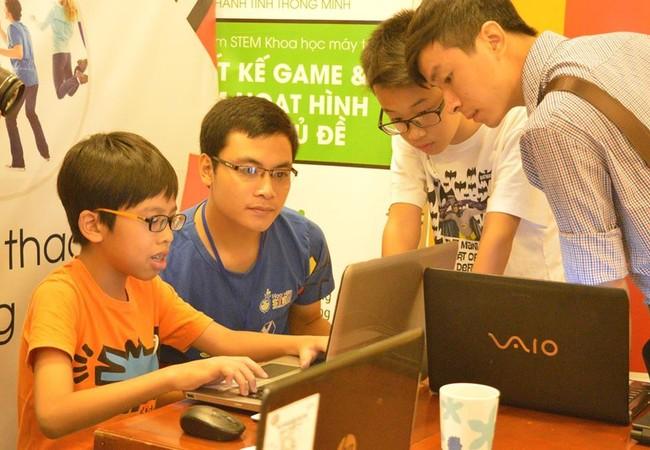 Các bạn học sinh tham dự cuộc thi năm nay có độ tuổi chủ yếu từ 9-14 đến từ các trường tiểu học và trung học tại Hà Nội như Vinschool, Đoàn Thị Điểm, Nguyễn Tất Thành, Thăng Long Kidsmart, FPT và Lomonoxop.
