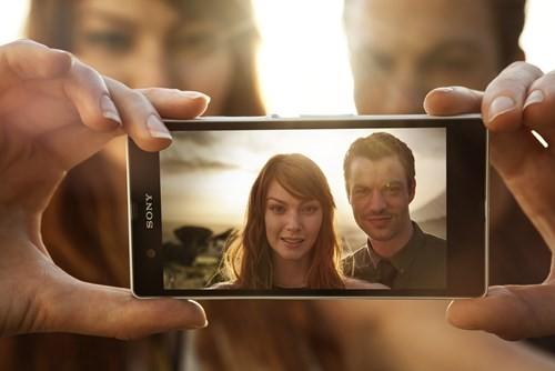 Mỗi người đều có sẵn một máy quay video trong túi của mình là chiếc smartphone.