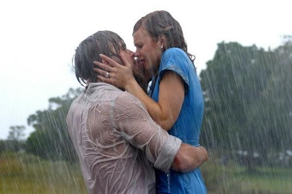 """Cảnh """"kinh điển"""" dưới mưa trong phim The notebook – Nhật kí Tình yêu"""