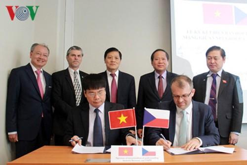 Lễ kí kết Biên bản ghi nhớ hợp tác về an ninh mạng giữa VNPT và Công ty Novicom.