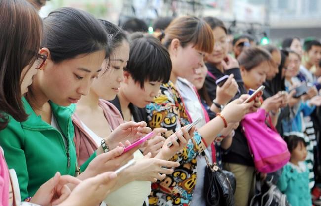 Theo nghị định mới, người mua phải chịu trách nhiệm về SIM đăng ký. Ảnh minh hoạ: Internet.