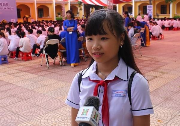 Em Nguyễn Đỗ Huyền Vi, học sinh đạt giải nhất cuộc thi viết thư quốc tế UPU lần thứ 46 năm 2017.