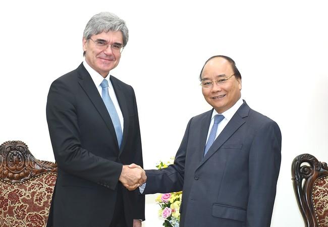 Thủ tướng Nguyễn Xuân Phúc tiếp Tổng Giám đốc Tập đoàn Siemens (Đức). Ảnh: VGP/Quang Hiếu