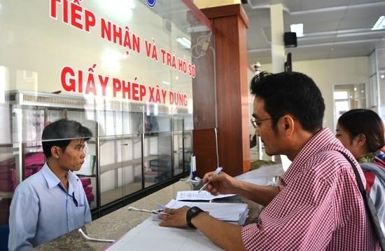 UBND TP.HCM yêu cầu các Sở, ngành liên quan cùng 24 quận, huyện phối hợp triển khai mở rộng việc thực hiện dịch vụ công trực tuyến này.