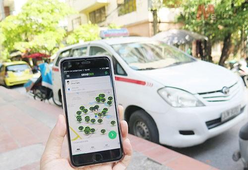 Kinh doanh taxi có lợi thế lớn là đón khách ở ngoài đường không cần đặt trước. Hành khách dễ dàng nhận biết xe taxi, đây lợi thế của xe taxi mà xe hợp đồng muốn cũng không thể có được.