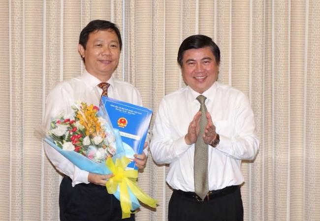 Chủ tịch Nguyễn Thành Phong trao quyết định bổ nhiệm cho ông Dương Anh Đức. Ảnh: VGP/Trần Nhật Minh.