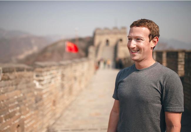Hình ảnh Mark Zuckerberg đứng trên Vạn lý trường thành vào tháng 3/2016 (Ảnh: Business Insider)