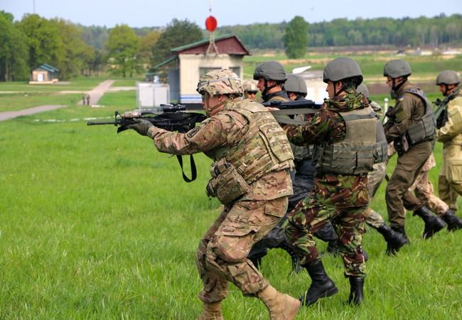 Cố vấn quân sự Mỹ huấn luyện binh sĩ quân đội Ukraine
