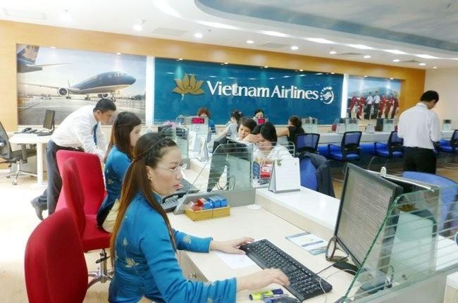 VNA cho biết phụ thu dịch vụ bán vé máy bay do đại lý và hành khách tự thoả thuận nhưng không vượt quá mức giá trần theo quy định