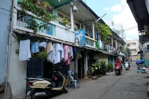 Một chung cư cũ tại Q.Bình Thạnh đang xuống cấp, hư hỏng nặng