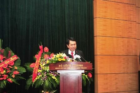 Ông Vũ Văn Thanh, Phó Tổng giám đốc Tập đoàn Hoa Sen phát biểu.